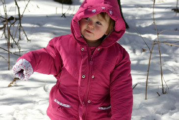 Babyplayinginsnow