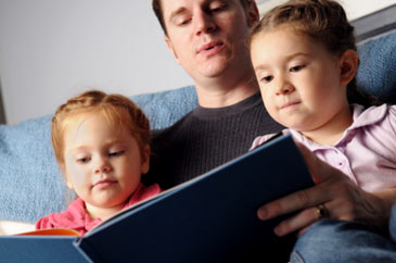 Fatherreadingbookstodaughters