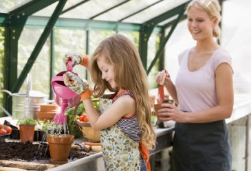 SummerSurvivalTips,MomandDaughterGardening