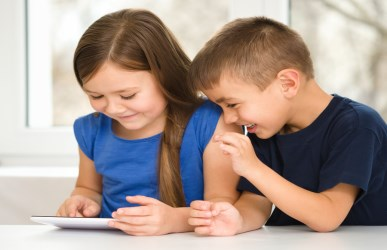 kids using apps on tablet