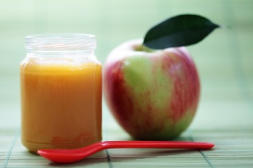 Homemade baby food recipes, applesauce
