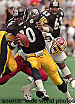 Kordell Stewart evades a sack