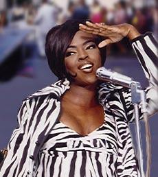 Musician mom Lauryn Hi...