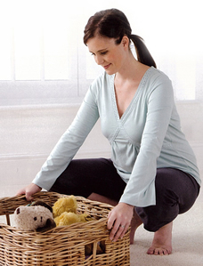 pregnant woman lifting safely