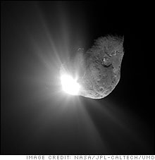 Flyby image of comet Tempel 1 taken 67 seconds after Deep Impact's impactor spacecraft was obliterated.