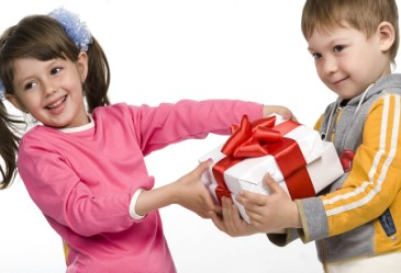 Gift Girl Gift on Avoiding Hurt Feelings On Valentine S Day   Familyeducation Com