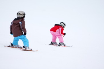 ChildrenSkiing