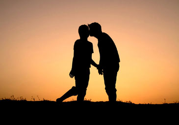 Couplesilhouettekissing
