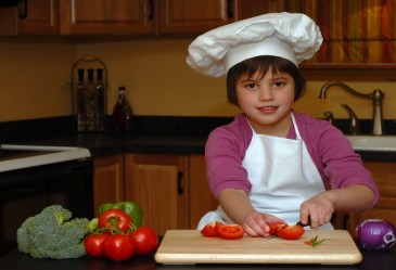 KidsintheKitchen,ChildCuttingVegetables