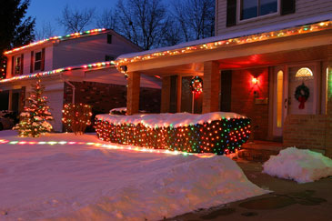 HousedecoratedinChristmaslight