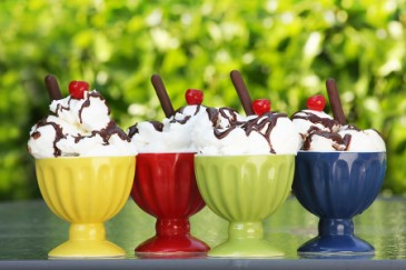 Summer Reading for Kids, Four ice cream sundaes as summer reading treats