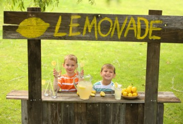 Two young kids running a lemonade stand