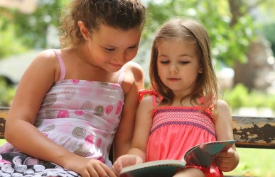 children summer reading outdoors