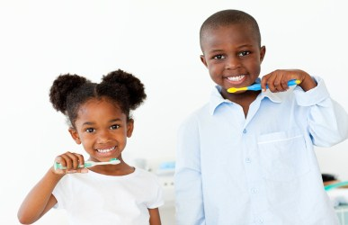 children brushing teeth at bedtime