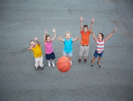 children playing outdoor basketball game