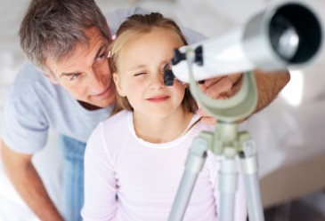 SpringActivities,Star-Gazing,Telescope,KidLookingThroughTelescope