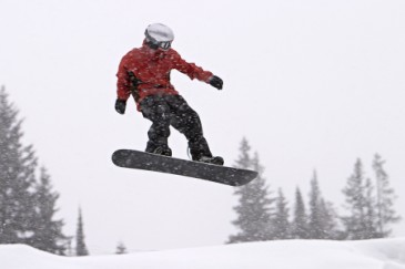 TeenSnowboardJump
