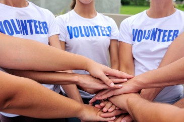 what colleges look for, group of student volunteers