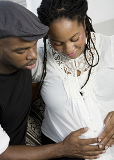 pregnant woman and husband in prenatal class