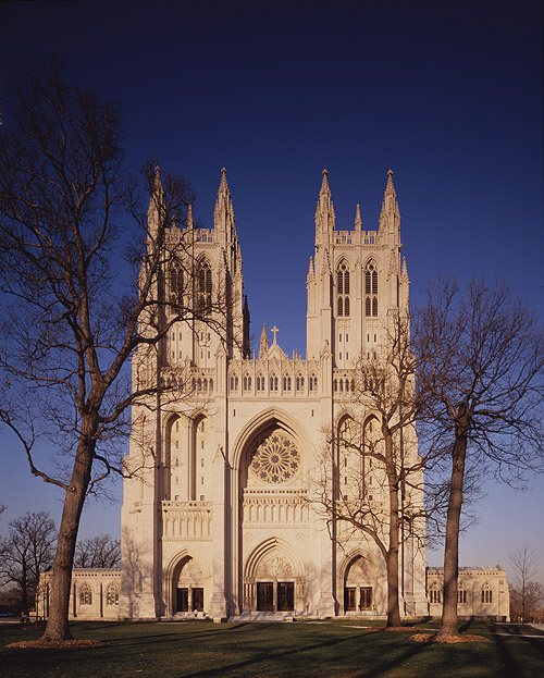 What are some interesting facts about the Washington National Cathedral?