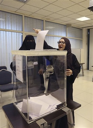 picture of Saudi women voting for the first time